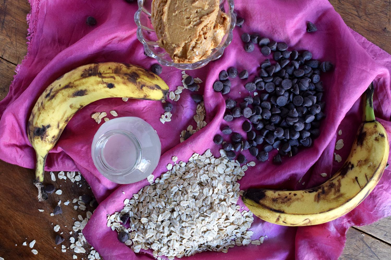 vegan gluten free healthy chocolate chip oatmeal cookies