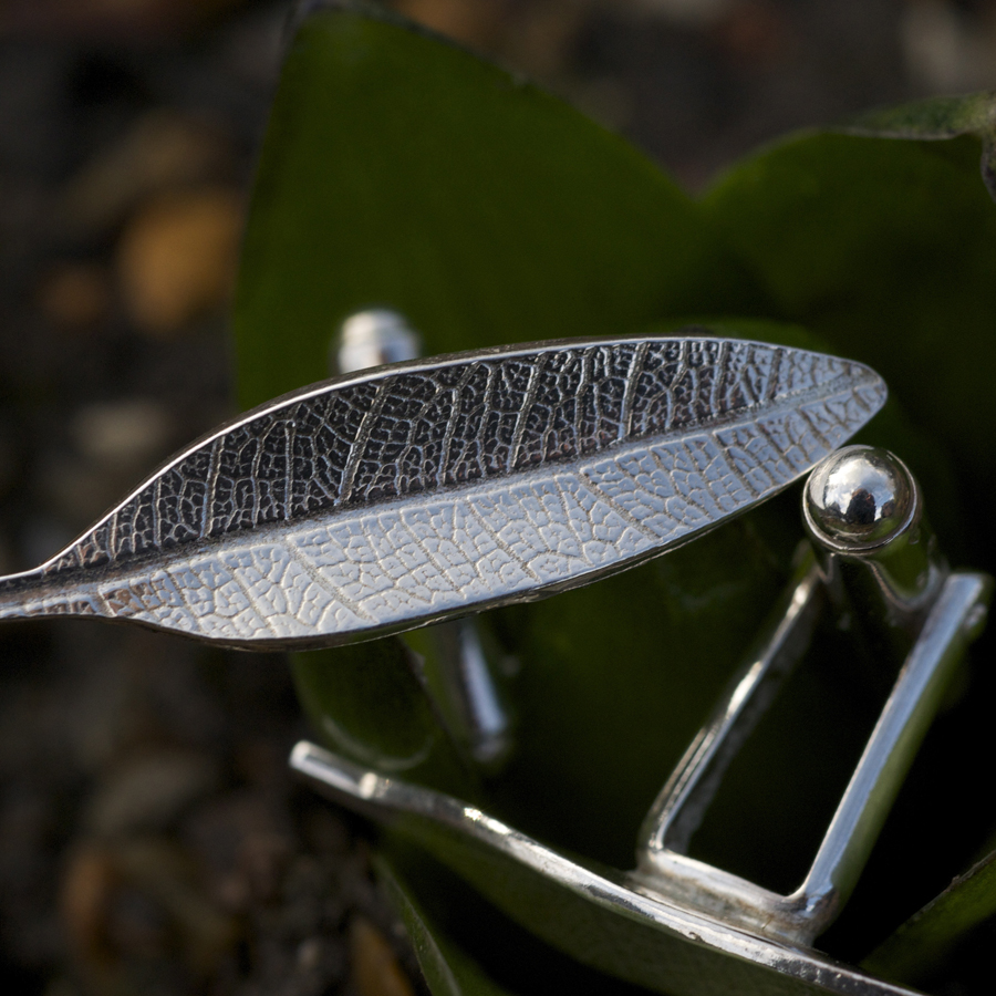 leaf shape cufflinks.jpg