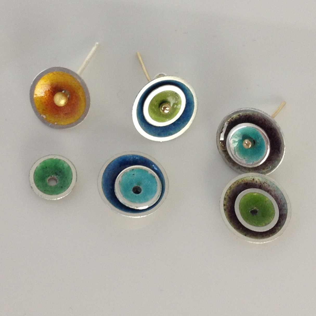 Enamelling fun Make a collection of vibrant coloured discs for layering onto a single earring stud giving you multiple ways of wearing your earrings. Learn how to disc cut and dome centre punch and drill solder a stud and experiment with glass enamel Fired in a Kiln.  £85 per person Minimum 2 max in class 5