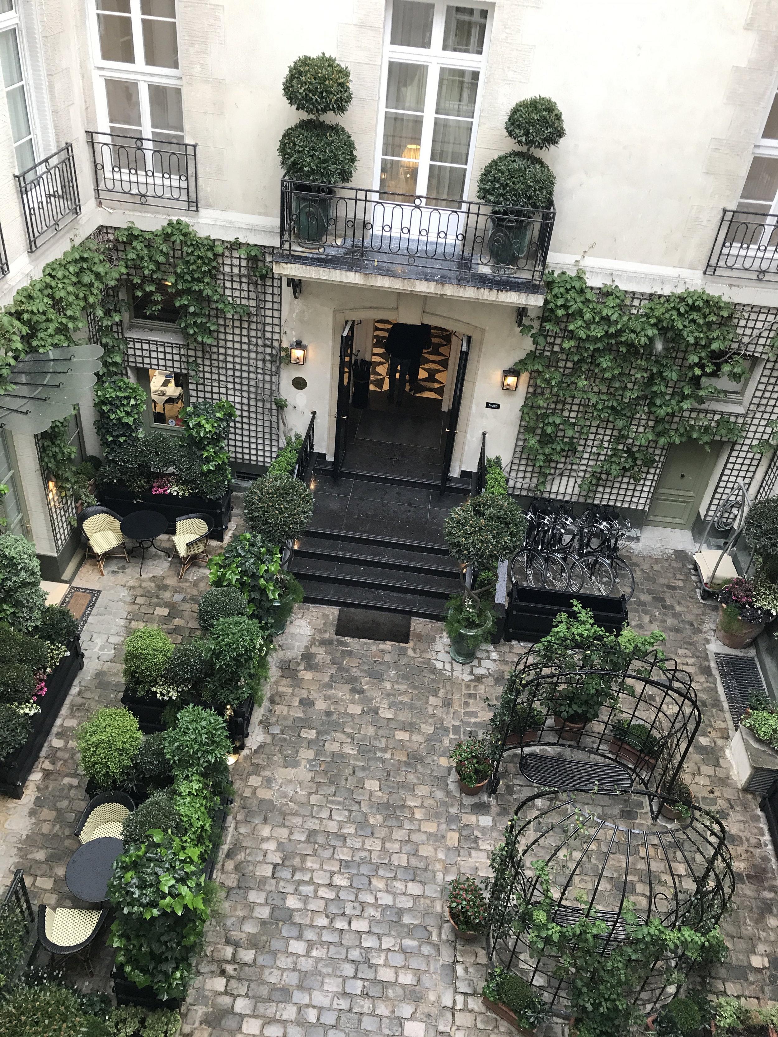 Relais Christine Courtyard.jpg
