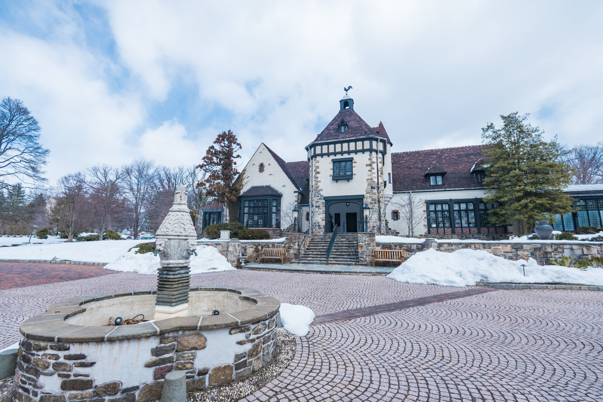 Samantha & Michael's beautiful winter wedding at the stunning Pleasantdale Chateau, located in New Jersey's countryside. #NewJerseyWedding #WeddingDress #pleasantdalechateau #RealChateau