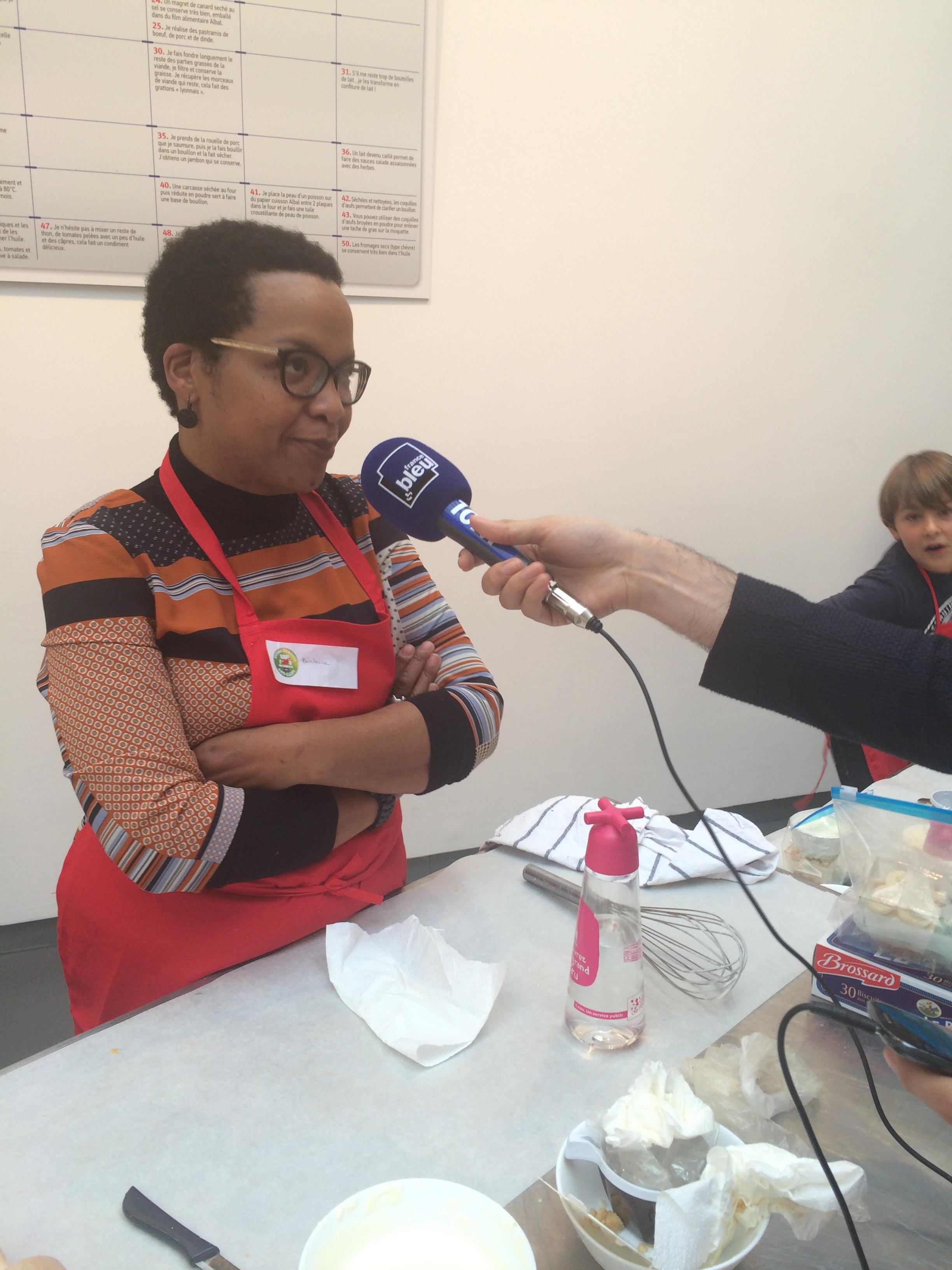 Xavier Denis - France Bleu - interviewe une participante