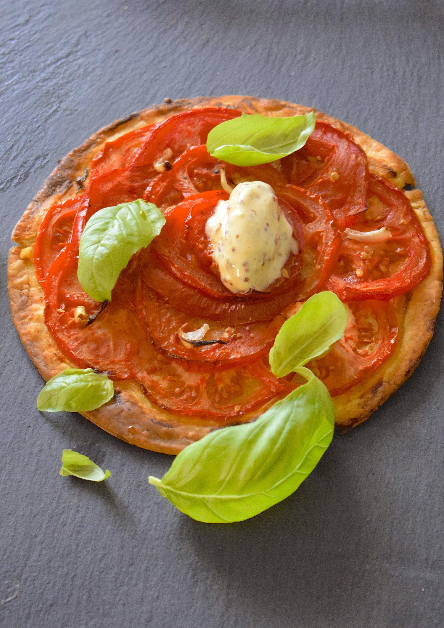 La recette est ici :  http://www.cyrilrouquet.com/recettes/2017/7/12/tarte-la-tomate-glace-la-moutarde-lci