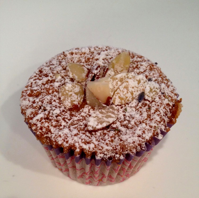 Almond cupcakes2.JPG