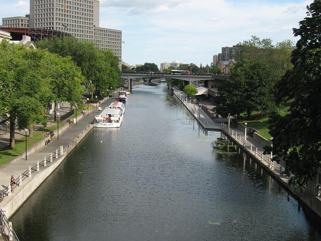 rideau-canal-322822_640.jpg