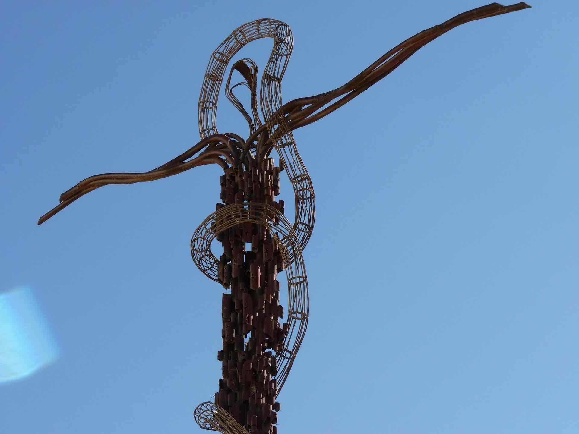 ….Croix sur le mont Nébo, sommet de 817 mètres, situé dans l'Ouest de la Jordanie. .. Cross on Mount Nebo, top of 817 meters, located in West Jordan. ….