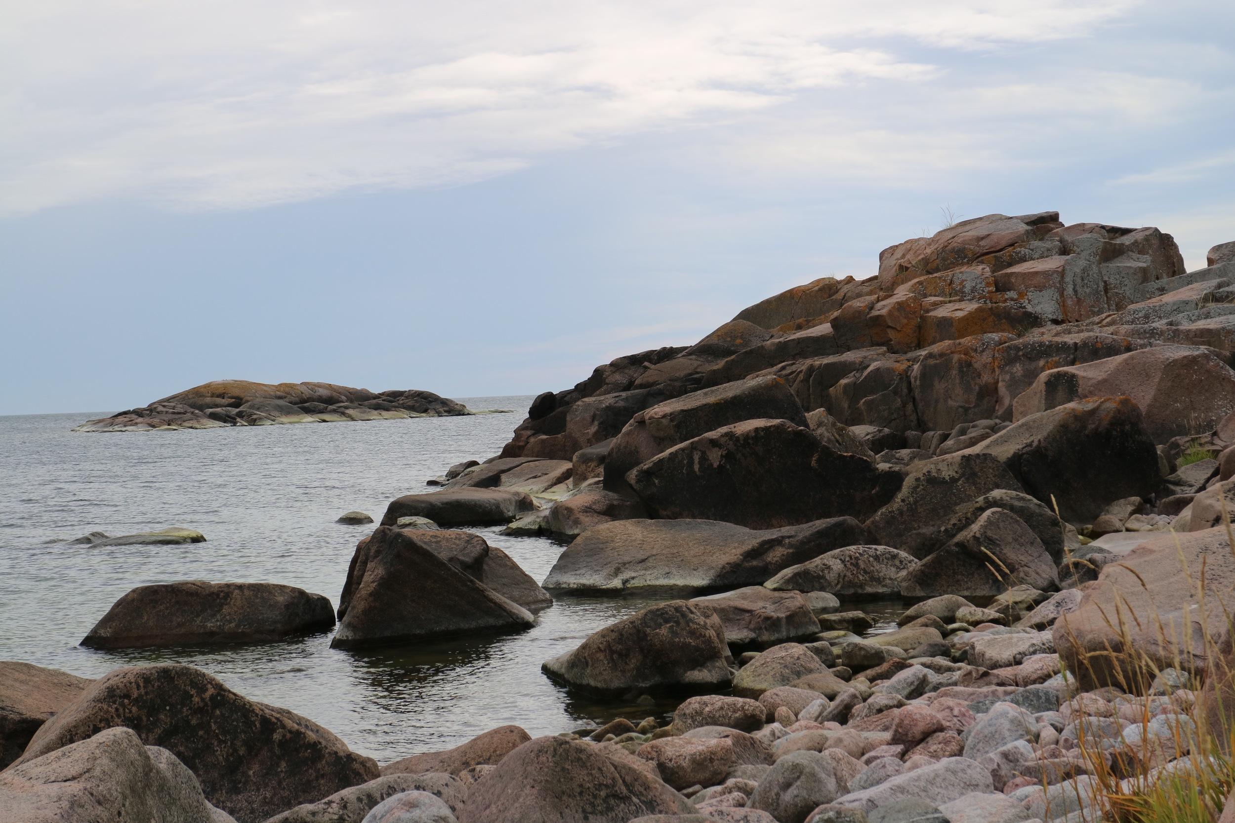 Källskär_Rocks by sea.jpg