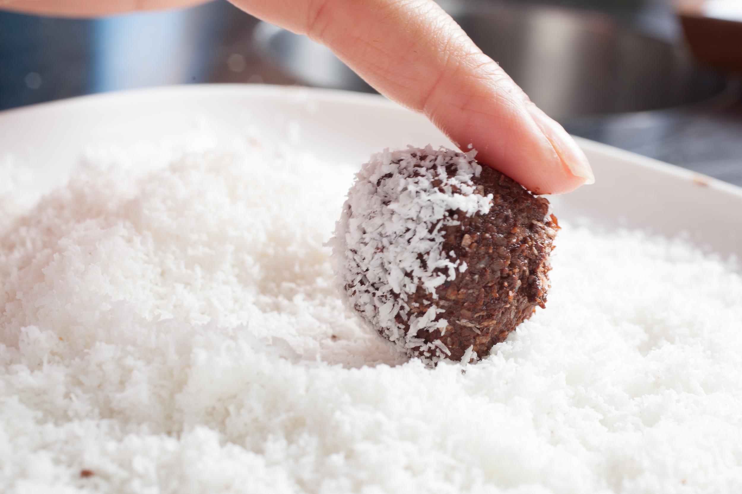 mademoiselle Jules food recipe date & roll energy ball