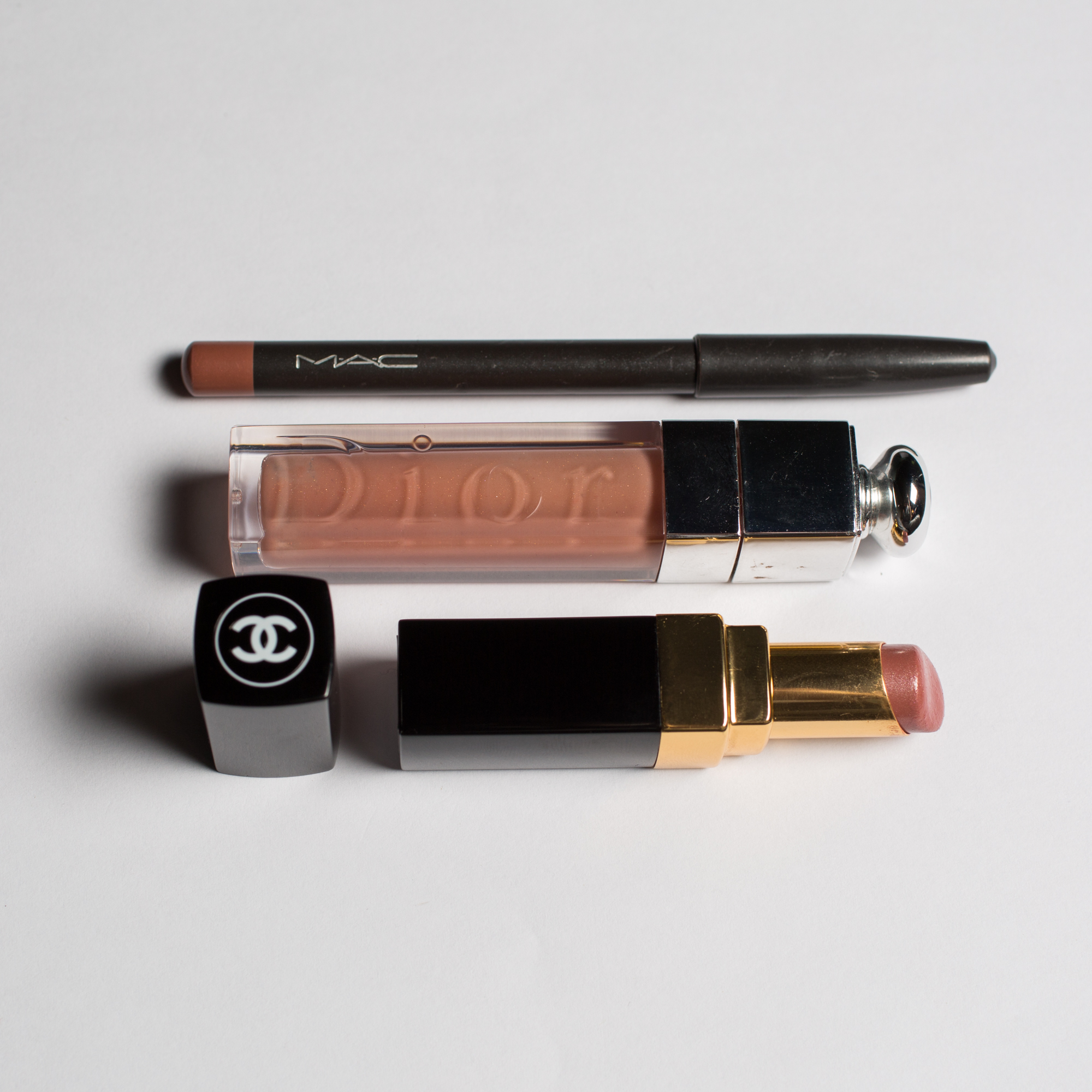perfect nude lips by beauty blogger Mademoiselle jules with Mac, Dior, Chanel