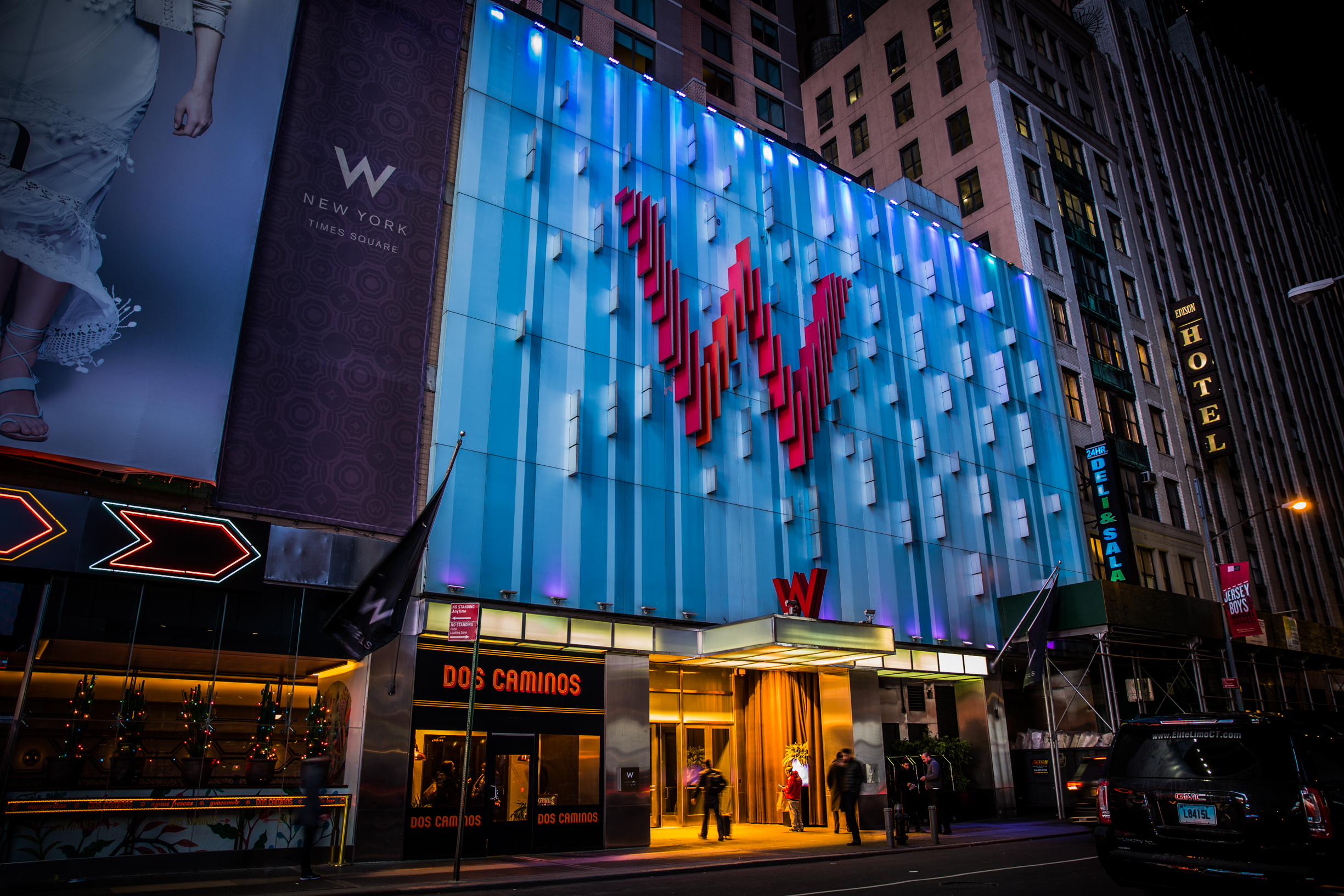 w hotel in Time Square with lifestyle blogger mademoiselle jules
