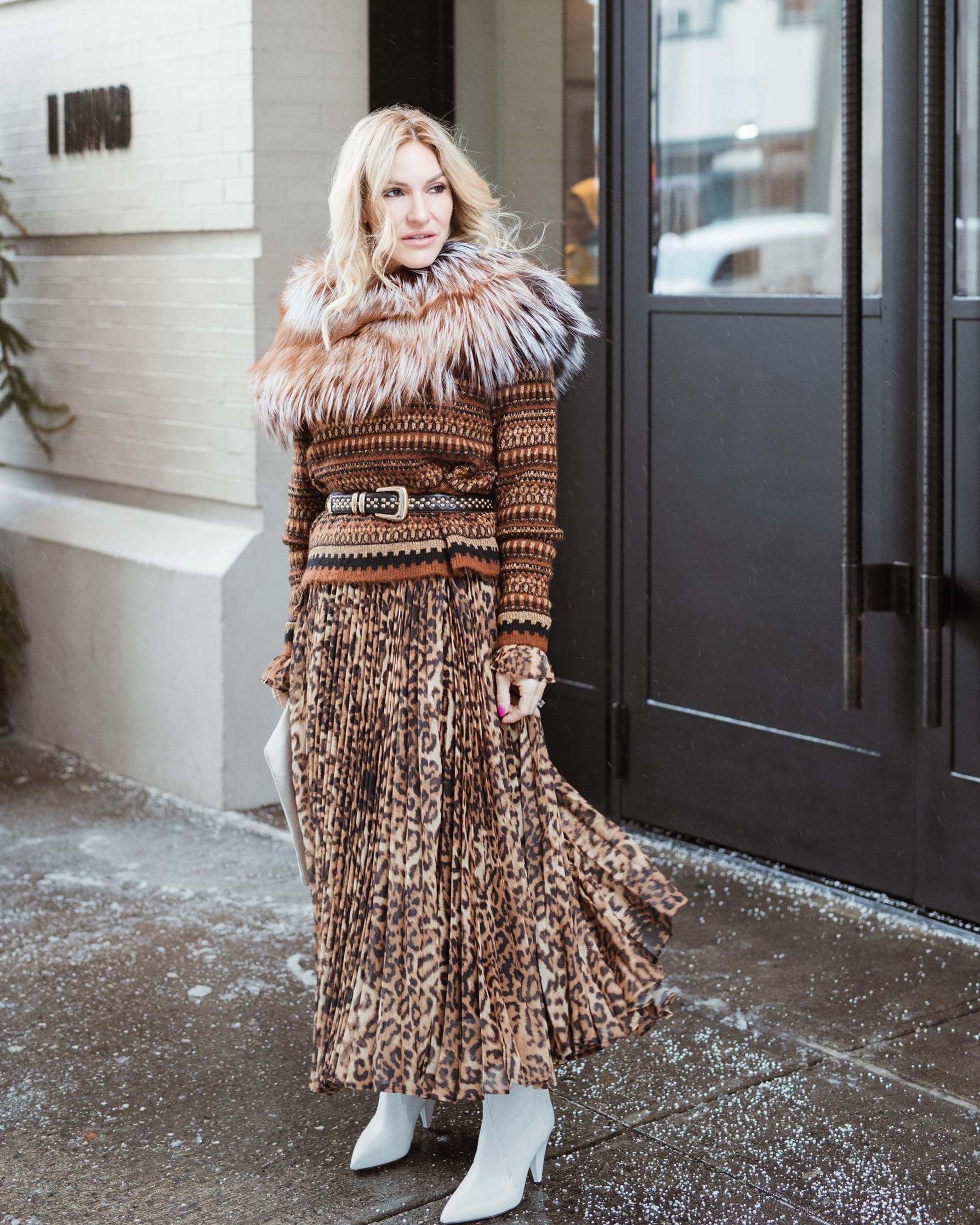 skirt:  H&M  - sweater:  Zara  - fur:  Lysa Lash Fur  - belt: Vintage