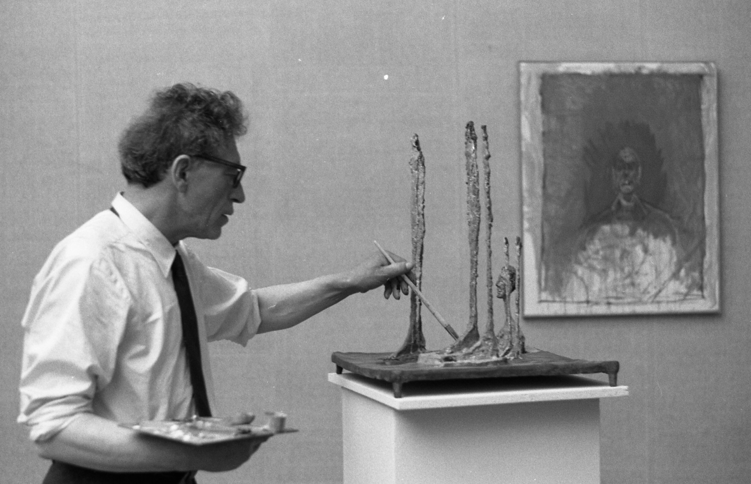 Alberto Giacometti at the 31 °  Venice Biennale  in 1962, photographed by  Paolo Monti .