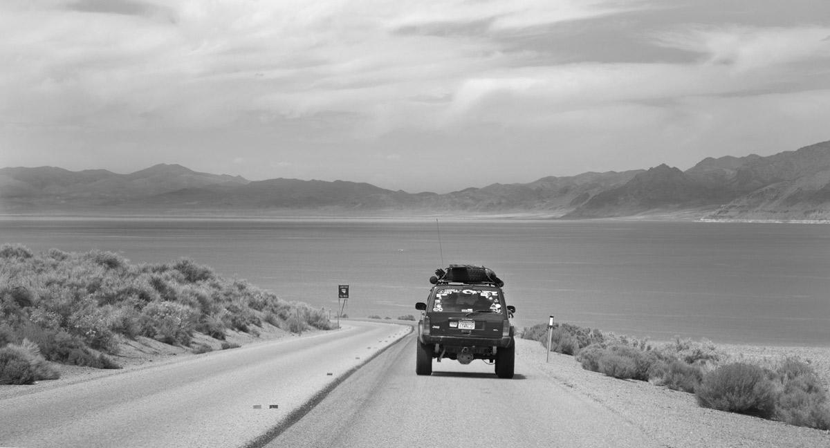 pyramid-lake-jeep