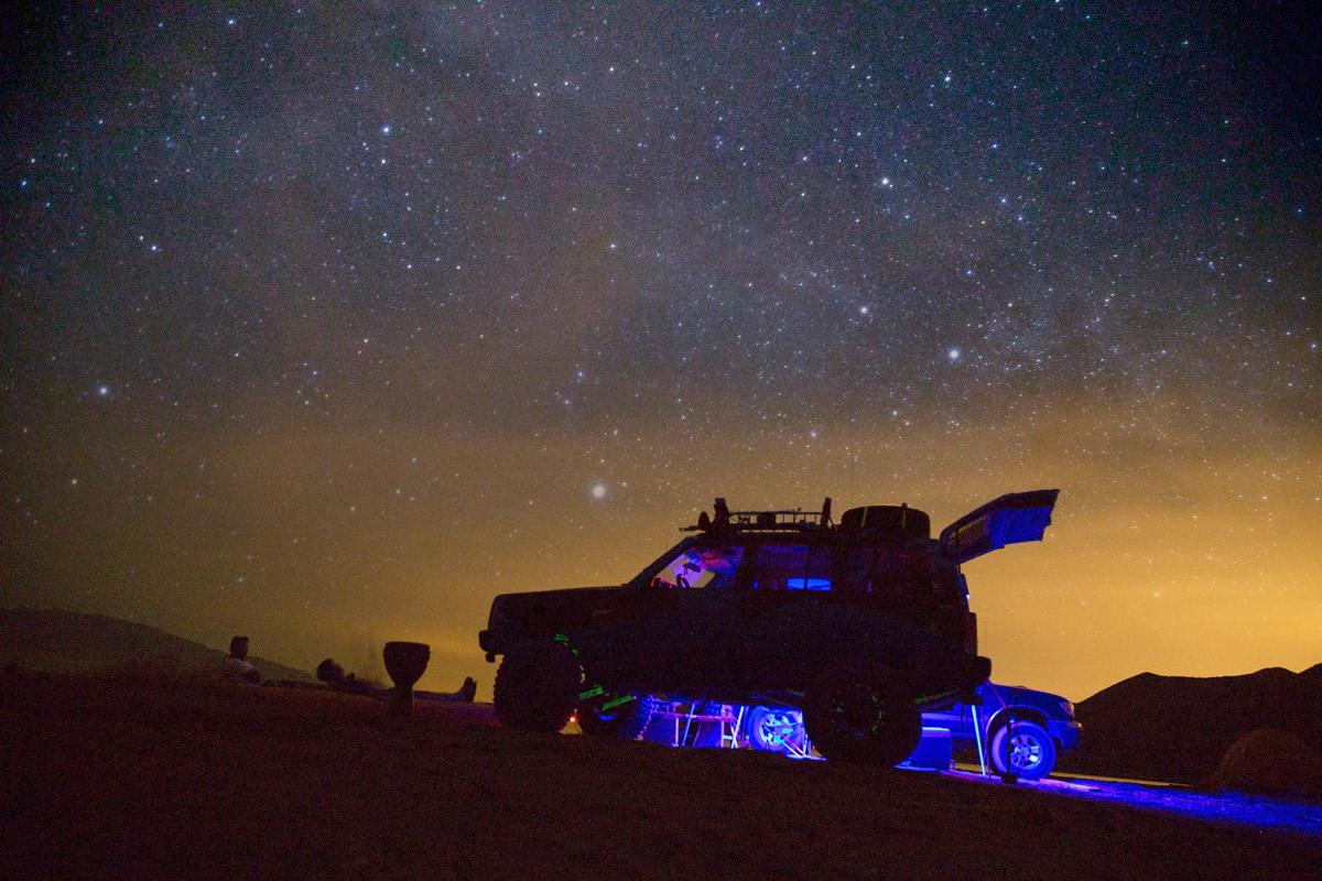 nevada-stars-pyramid-lake-jeep