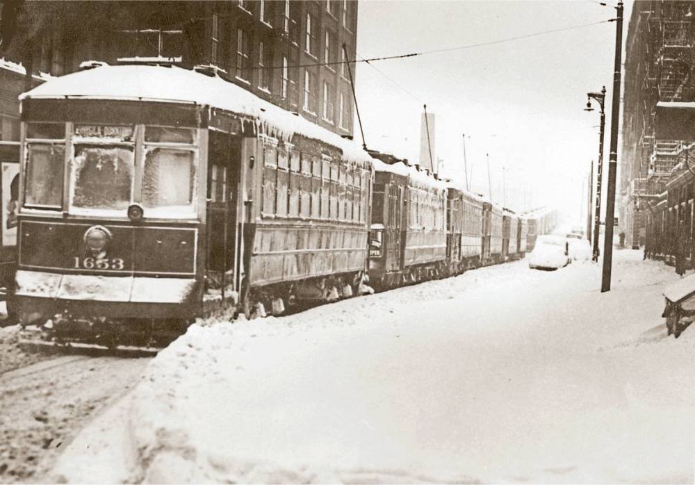 photo-chicago-streetcars-lined-up-unknown-street-snow-storm-1939.jpg