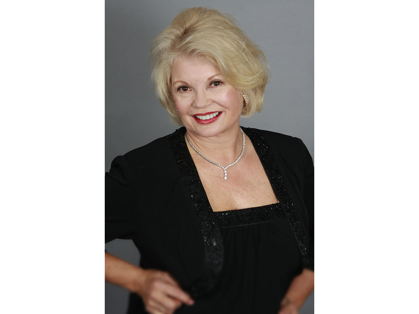 KATHY_GARVER_blackdress_nograd_w1440.jpg