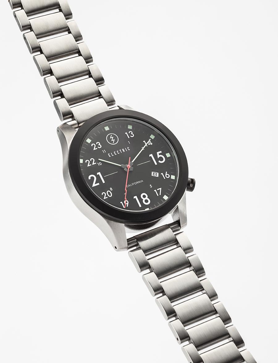 FW01. 40mm. 100M depth. Nylon nato and stainless steel bracelet options.