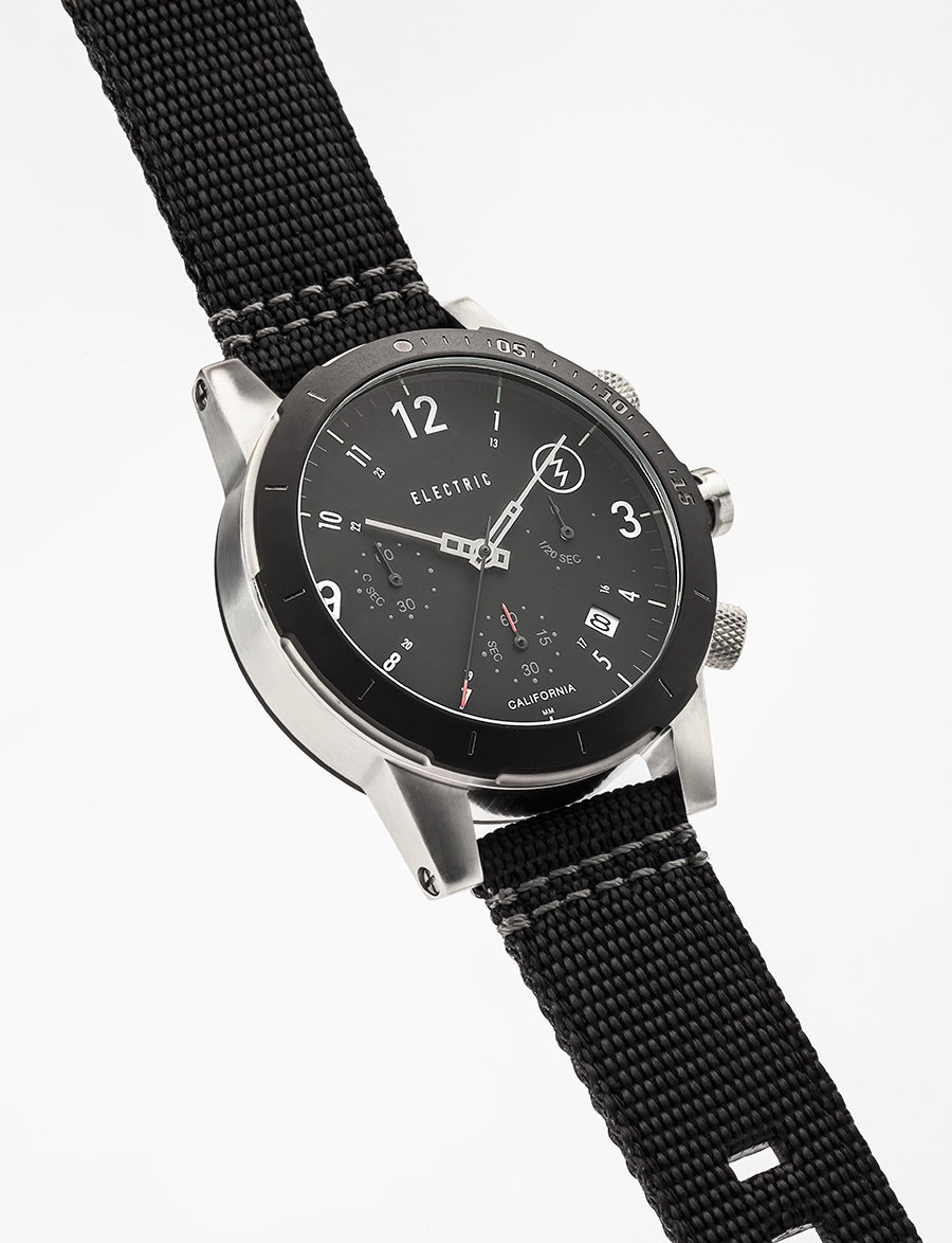 FW02. 44mm. 100M depth. PU, canvas, and stainless steel bracelet options.