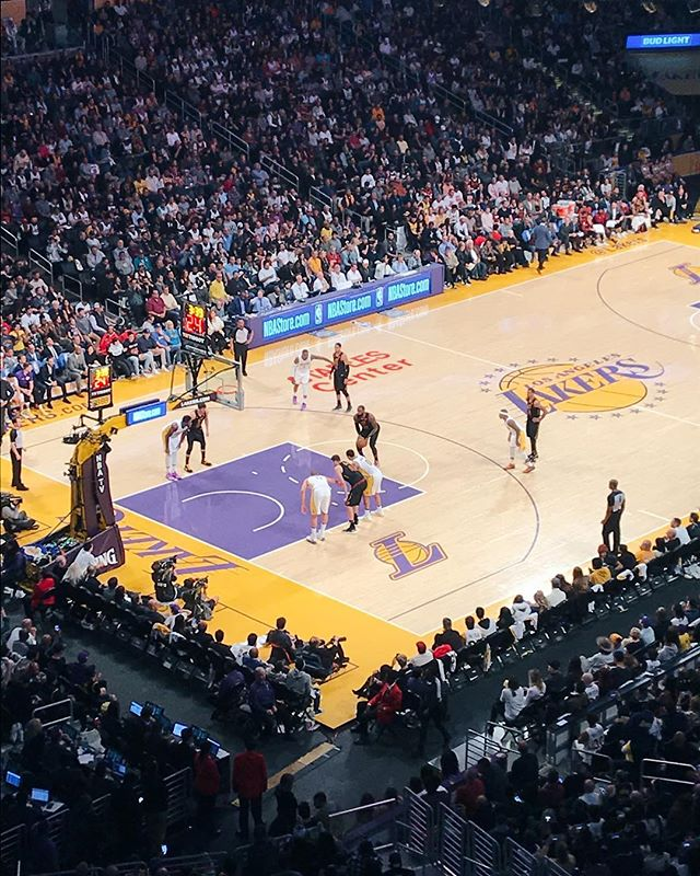 LeBron James playing professional basketball in Los Angeles 😕. #lebron #lebronjames #nba #nbabasketball #cavs #clevelandcavaliers #lakers #losangeleslakers #staples #staplescenter #la #losangeles