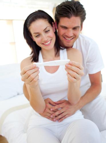 couple pregnancy test small.jpg