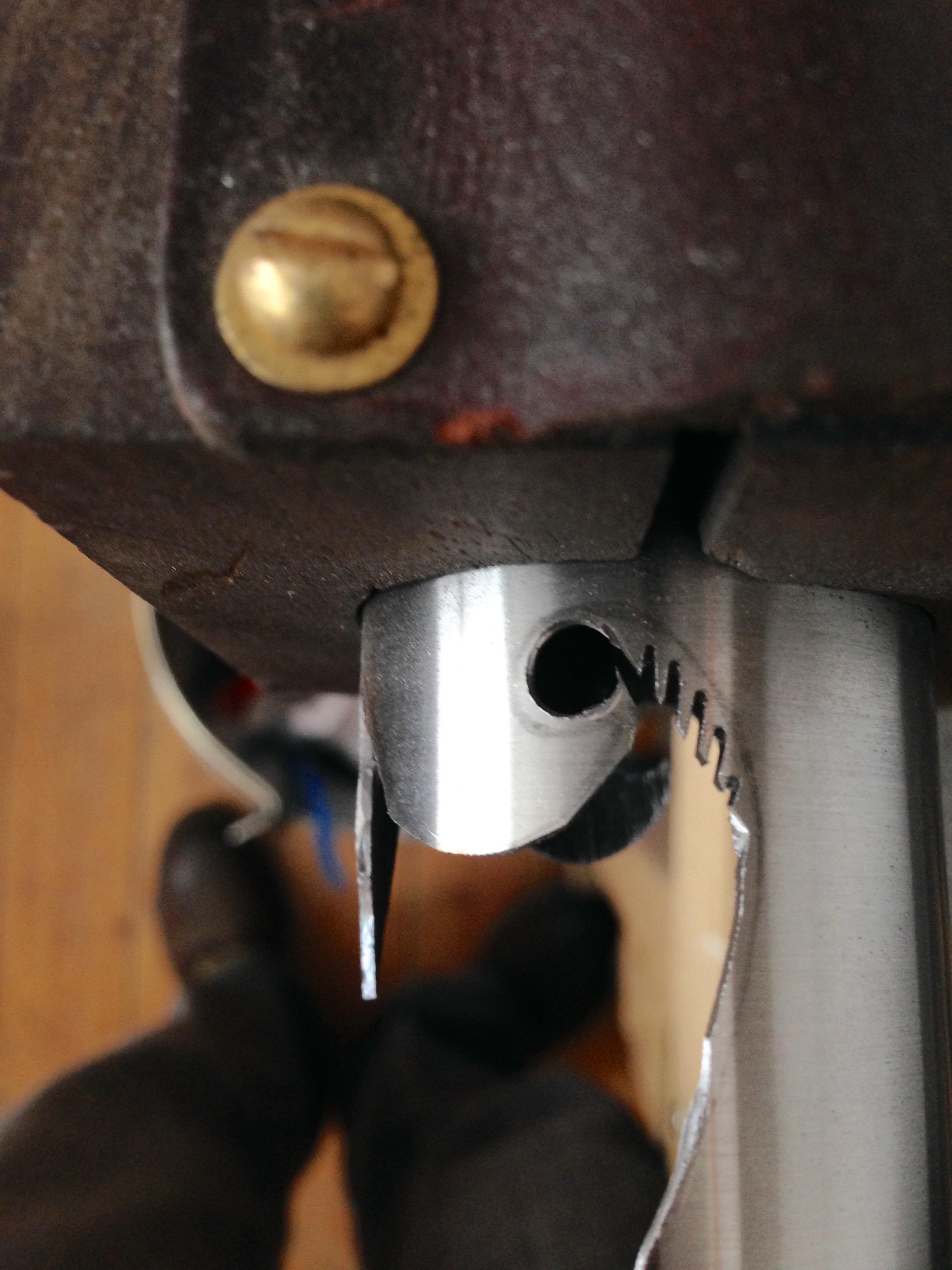 Cutting out the bi-laminate curves