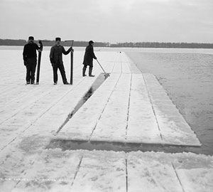 ice-harvesting-cutting.jpg