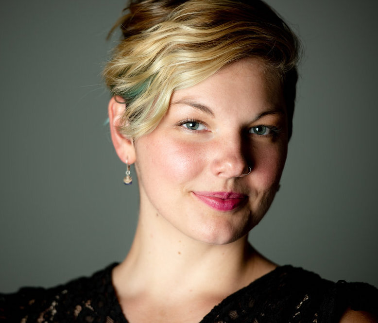 Elizabeth Hayes Headshot.jpg