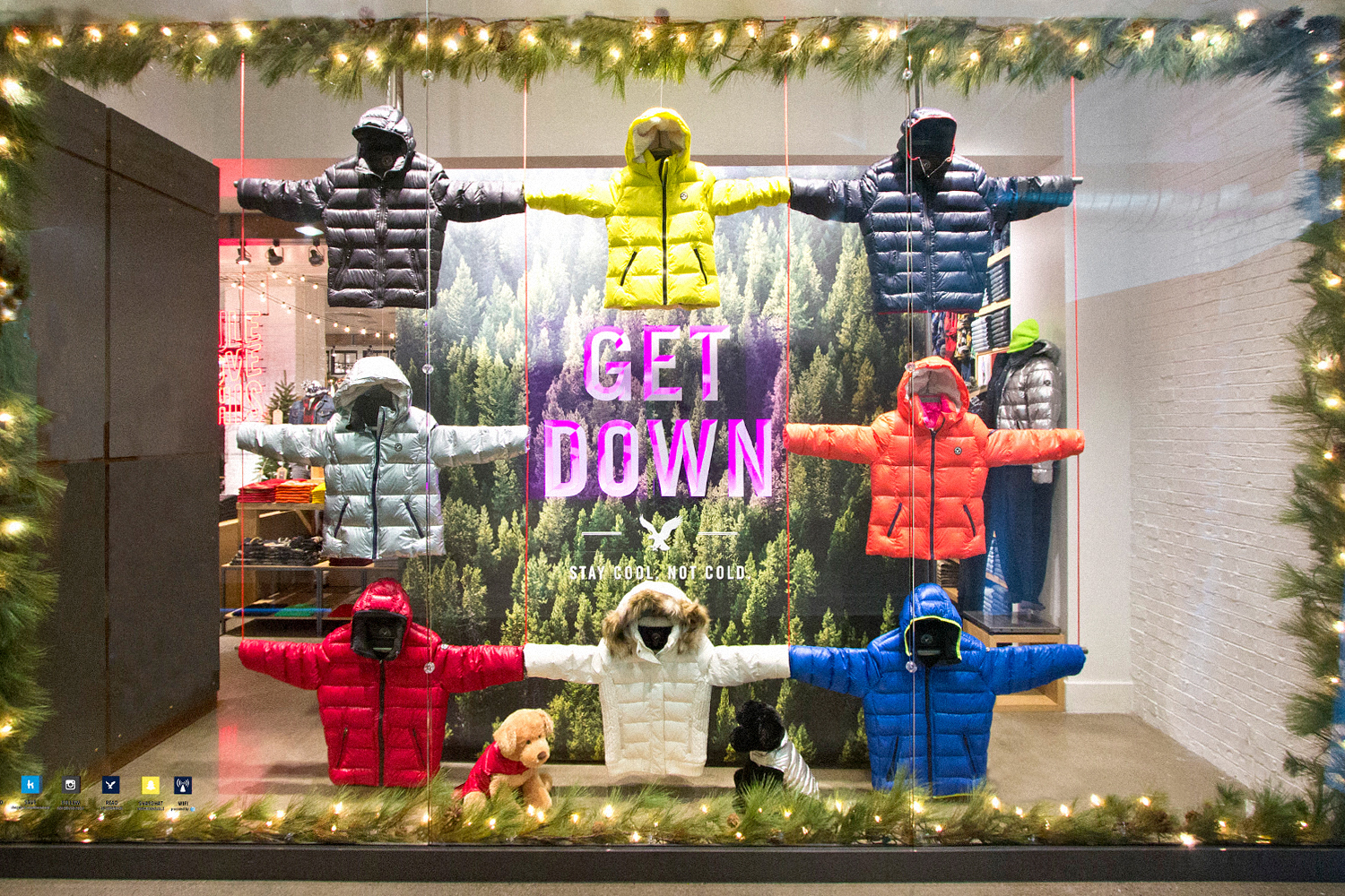 AEO Holiday Window Display
