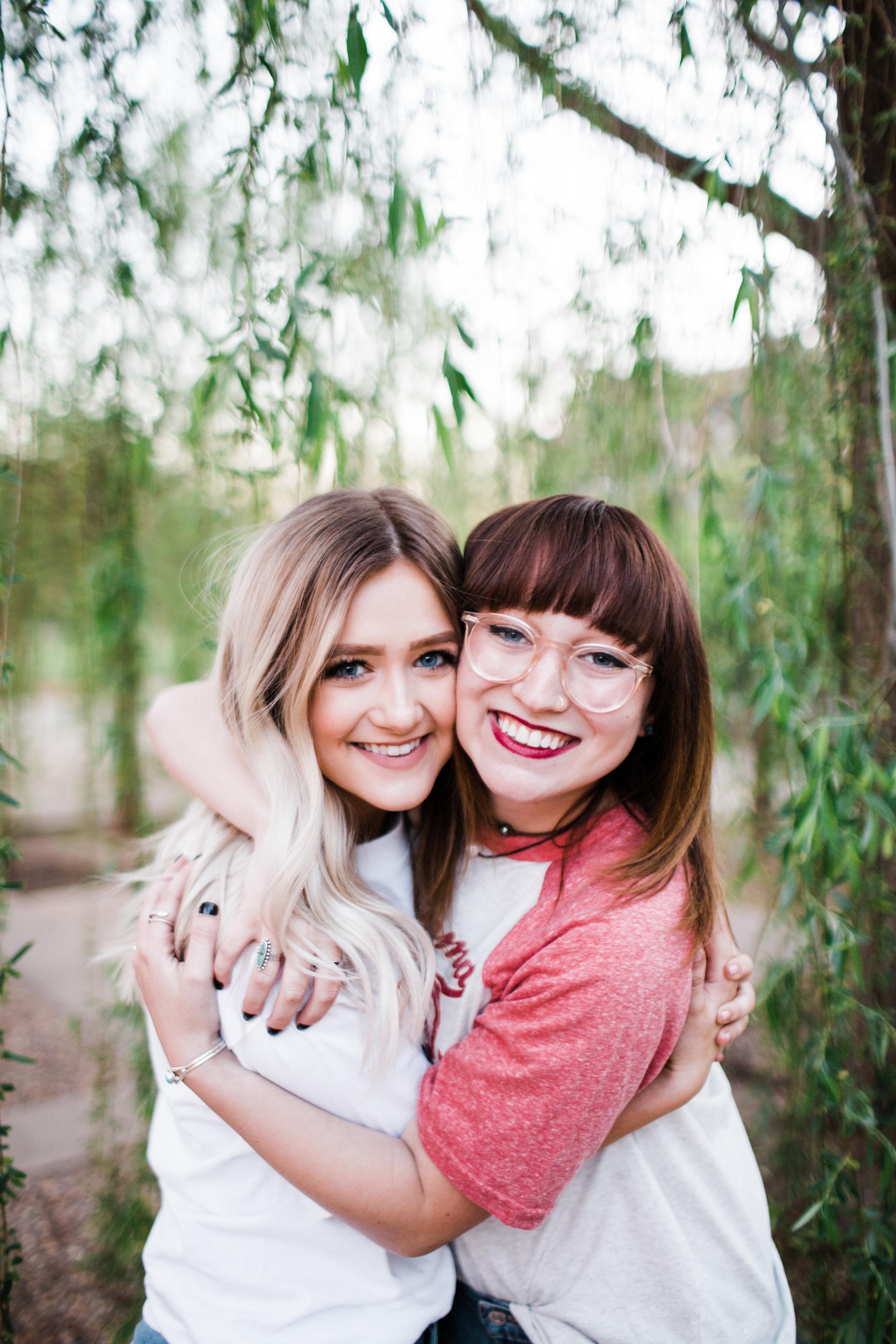 Senior girls hugging in senior portraits