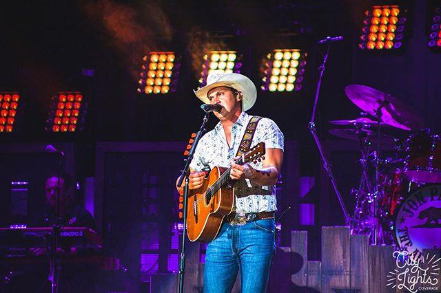 💙 @jonpardipics in Raleigh, NC for the #burningmantour. [link in bio for more] 💙 • • • • • #dierksbentley #countryconcert #themountain #brothersosborne #lukecombs #joshturner #traceadkins #keithurban #rodneyatkins #jakeowen #ericchurch #blakeshelton #dariusrucker #montgomerygentry #bigandrich #countrymusiclover #countrymusicfans #countrymusicsinger #jonpardi #rascalflatts #carrieunderwood #mirandalambert #kipmoore #brantleygilbert #dustinlynch