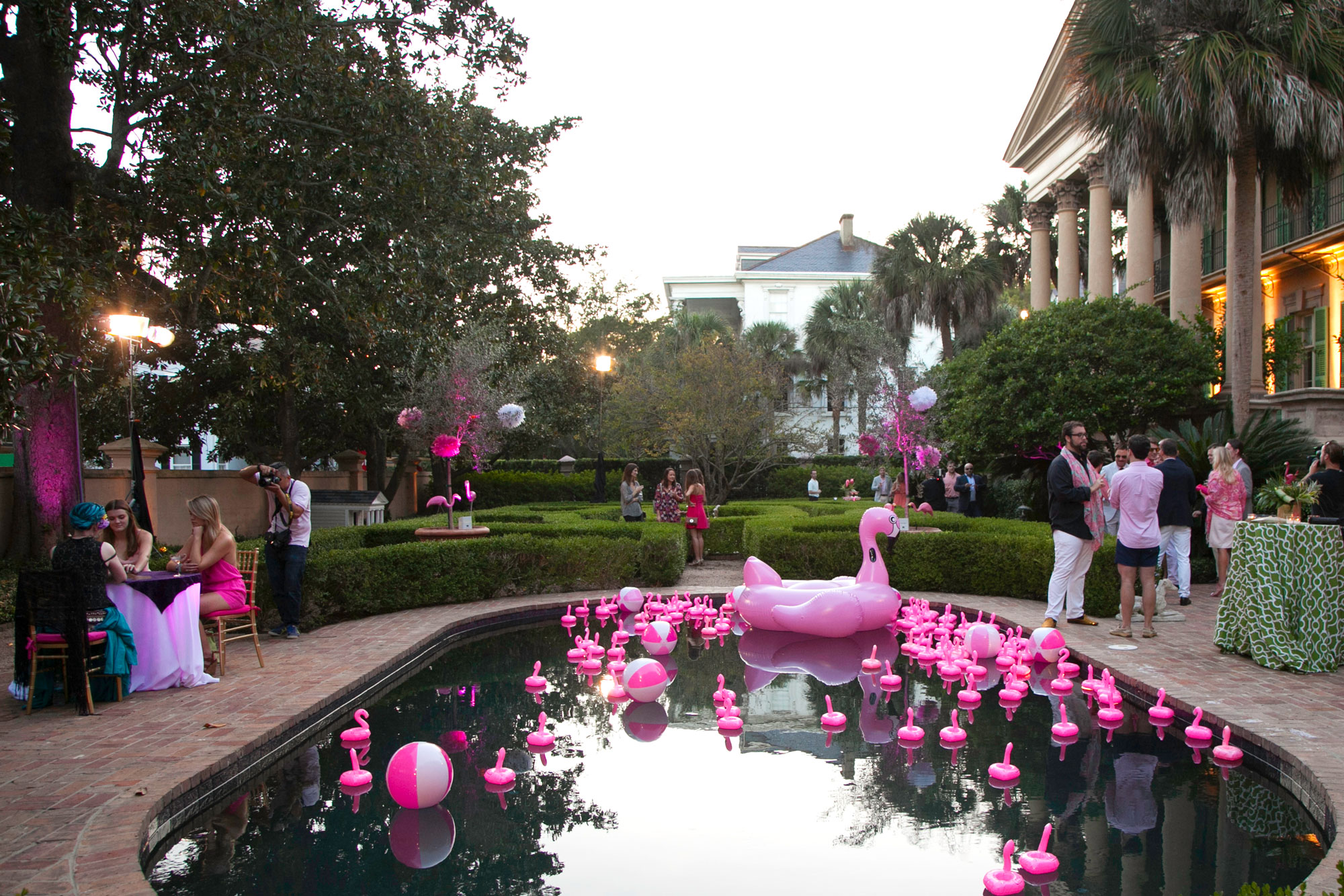 Patricia's flamingo party... Recognize the pillars on the right? :)