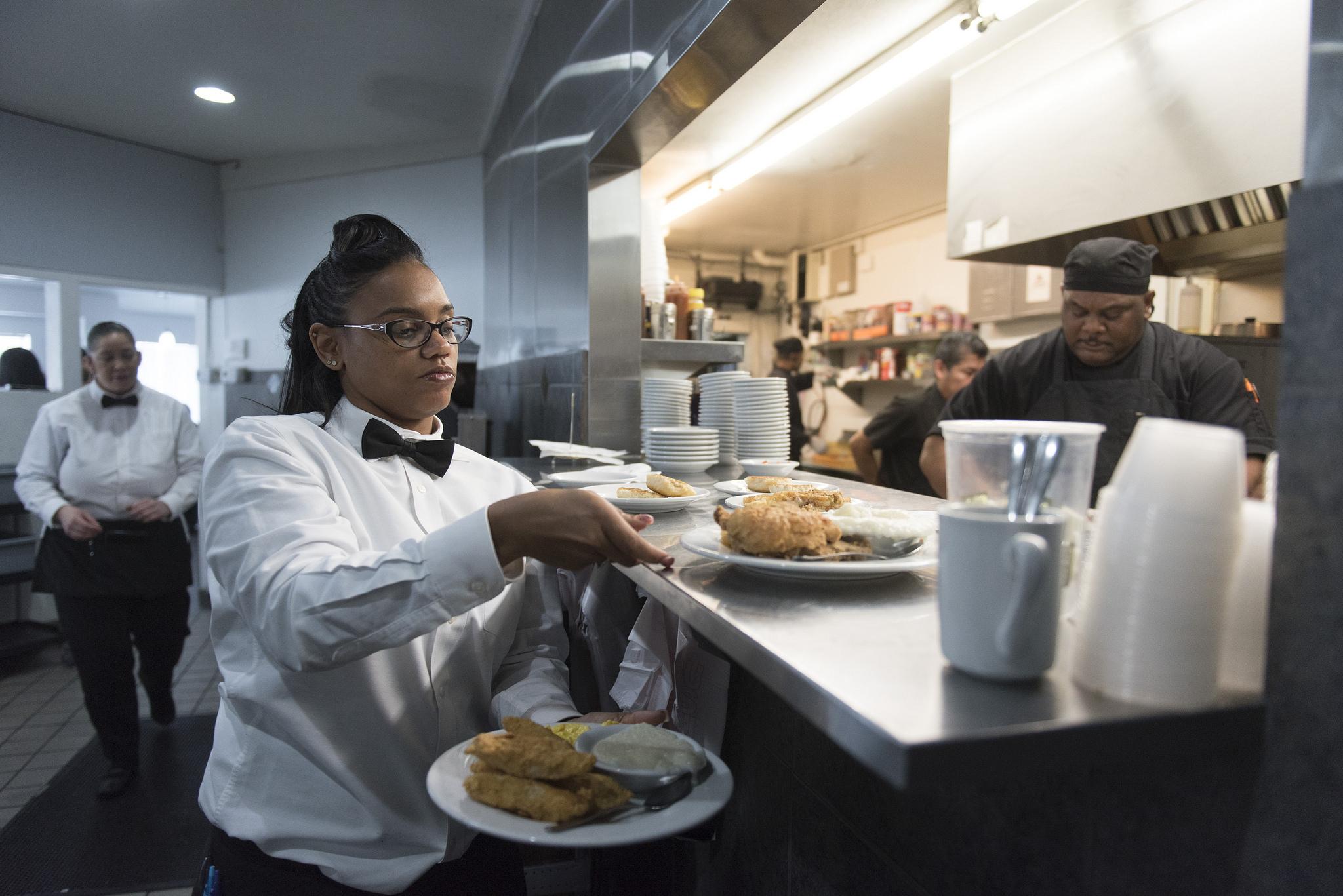 Waitress TaShara McCray, left, prepares to take food to customers at M&M Soul Food Cafe at 2211 S. Las Vegas Blvd. in Las Vegas Saturday, Jan. 2, 2016. Jason Ogulnik/Las Vegas Review-Journal