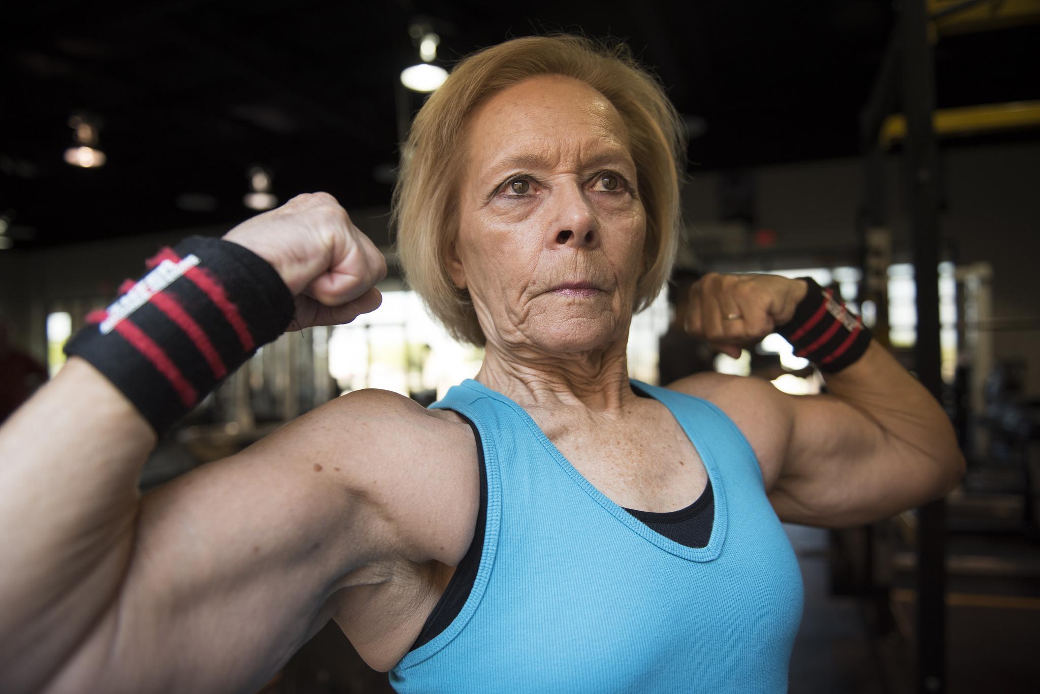 76-year-old powerlifter Joan Schmidt flexes following a workout at Iron Addicts LV in Las Vegas, Tuesday, Oct. 25, 2016. Jason Ogulnik/Las Vegas Review-Journal