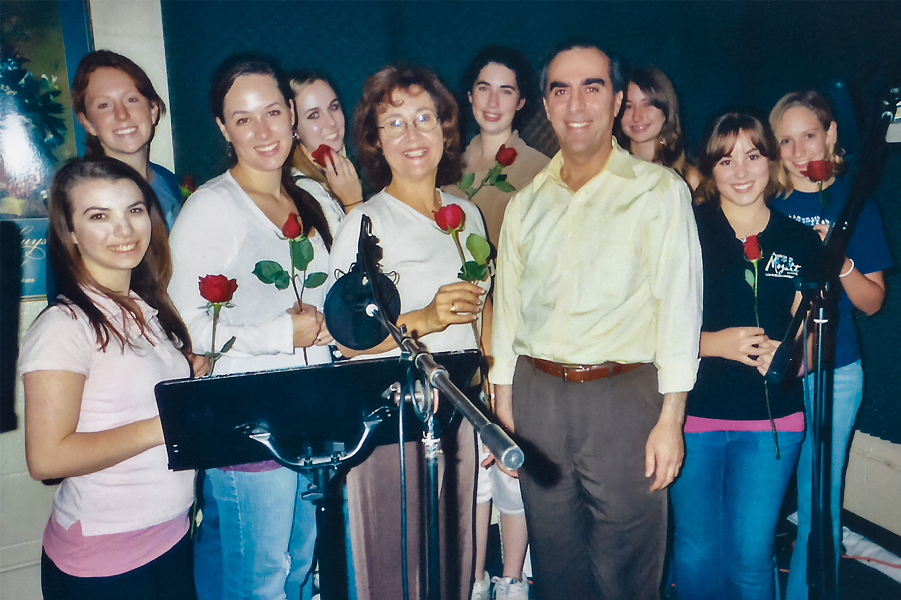 Sopranos of the Los Robles Youth Choir, after recording a work of Ludwig Tuman (center)
