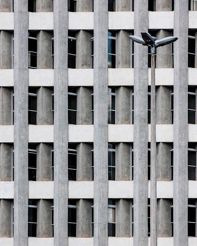 #brasilia #urban #travelphotography #streetphotography #travel #myfeatureshot #arquitetura #concrete
