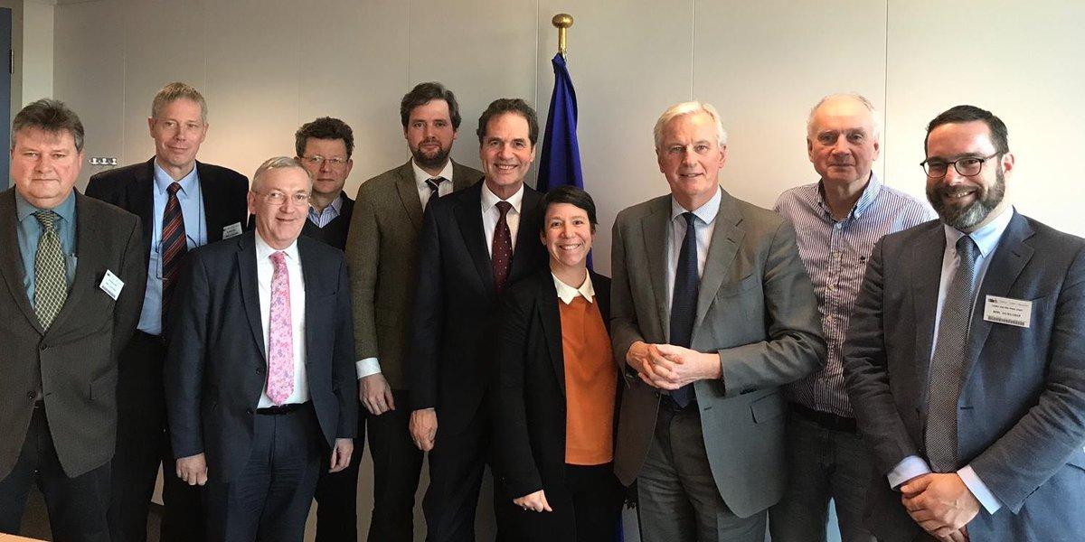 DPPO's Direktør, Esben Sverdrup-Jensen, i selskab med EUFA repræsentanter og EU's chefforhandler, Michel Barnier