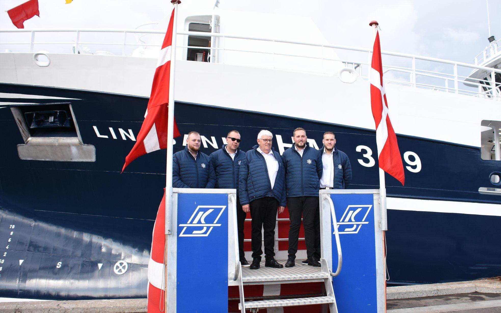 Familien Rasmussen fra venstre: Jeppe, Jonas, Benny, Jens og Johs. Foto: Karstensens Skibsværft A/S