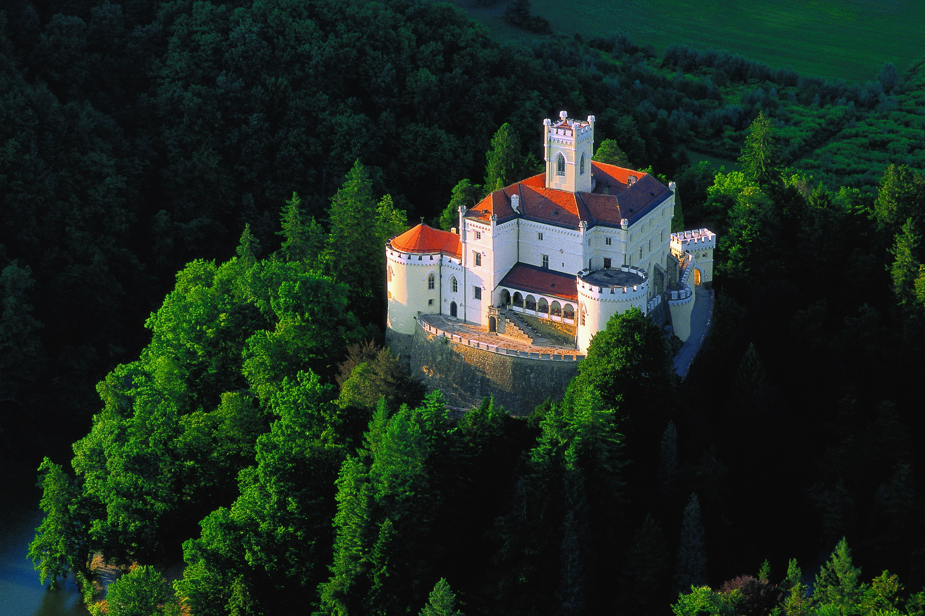 TRAKOŠĆAN CASTLE AND RAVNA GORA