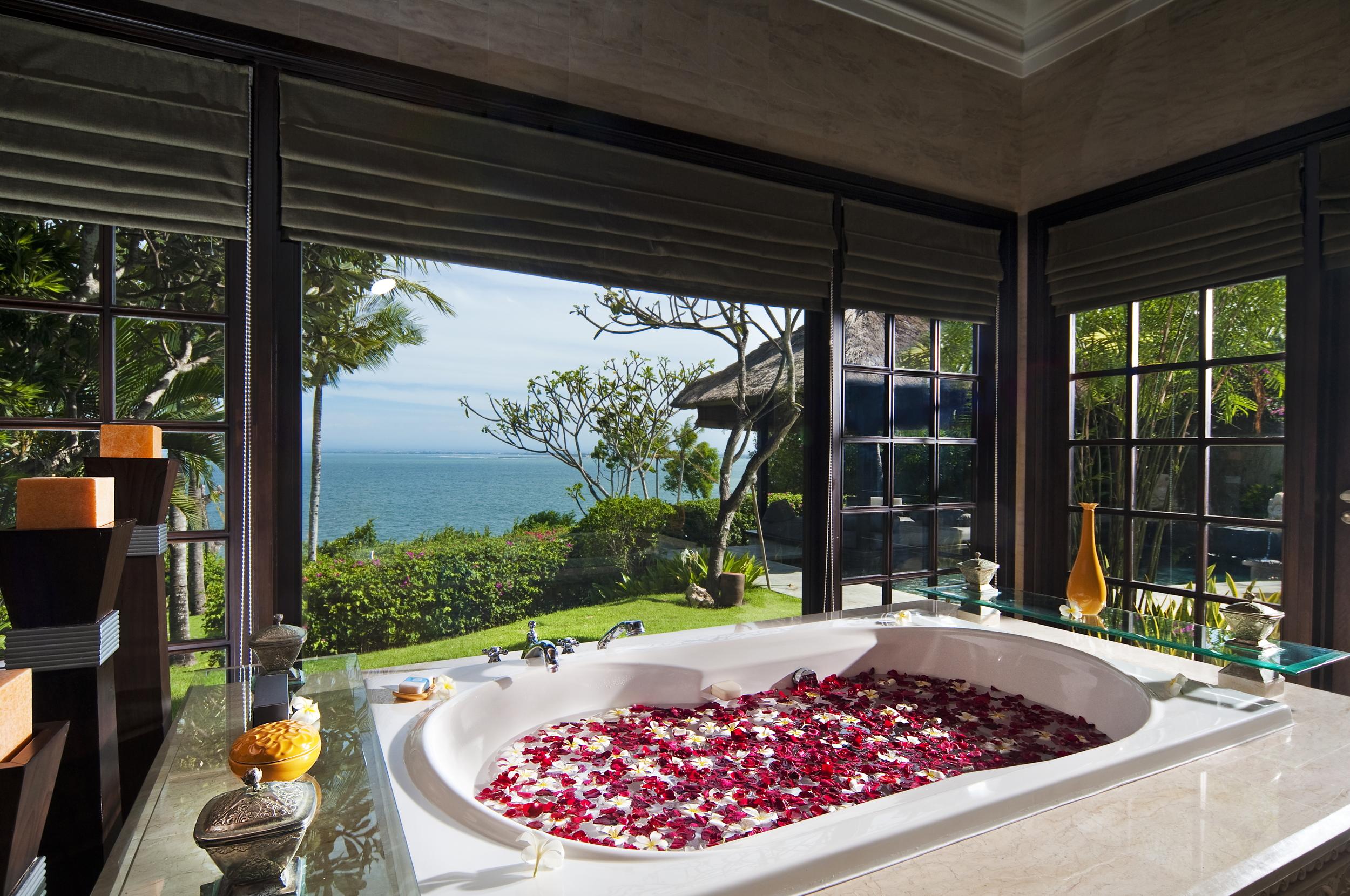 Ocean front Cliff Villa Bathroom.jpg