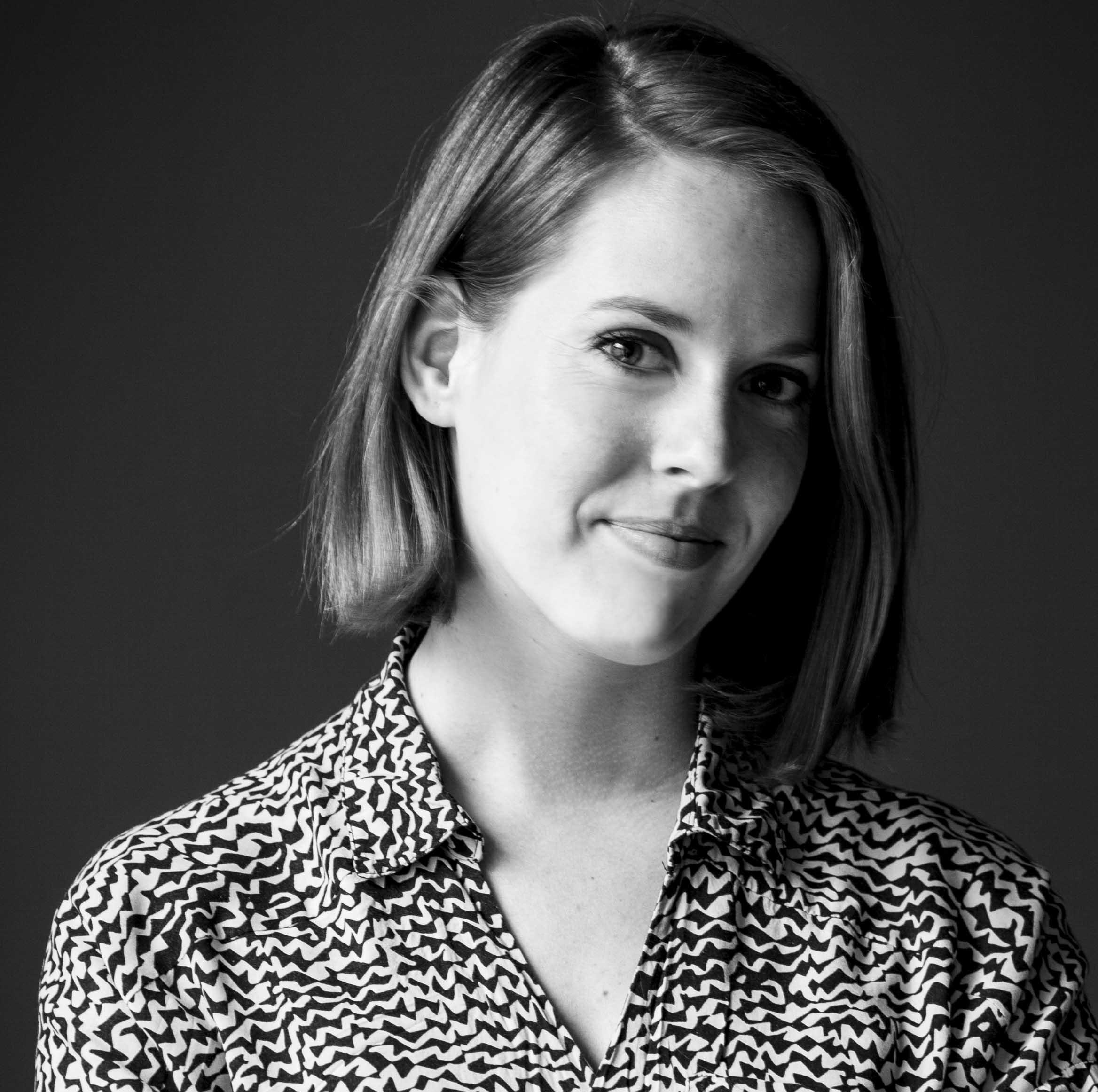 """Over Studio Buijs,        Studio Buijs werkt voor   particuliere en zakelijke opdrachtgevers.        In 2014 heb ik, Melanie Buijs, na ruim twaalf jaar werkervaring deze studio opgezet.     Studio Buijs onderscheidt zich door de persoonlijke betrokkenheid van mij naar de opdrachtgever en van mij naar de uitvoerende partijen. Elk project is uniek en vraagt daarom om een specifieke aanpak. De inbreng van de opdrachtgever en goede communicatie zijn hierbij belangrijk voor het tot stand brengen van een goed ontwerp. Naar wens neem ik de regie in handen, zowel op creatief, technisch als organisatorisch niveau. Dit betekent dat een ontwerp onder mijn leiding naar daadwerkelijke uitvoering vertaald kan worden. Ik heb een netwerk opgebouwd met betrouwbare bedrijven die indien gewenst ingezet kunnen worden. Hiermee kan ik de opdrachtgevers ontzorgen.        """"ik heb mij ontwikkeld tot een creatieve, onderzoekende en autonome ontwerper.""""        De service van Studio Buijs is persoonlijk en professioneel. Hierdoor zal het altijd leiden tot een gewenst resultaat. De ruimtelijke condities van het pand (die bepalend zijn voor hoe wij onze leefomgeving ervaren) nemen wij mee in het ontwerp. Studio Buijs heeft een onderzoekende werkhouding ontwikkeld, waardoor de studio op een open manier kijk naar het pand, de omgeving en de toekomstige gebruikers. Hiermee komt studio Buijs tot verrassende maar zeker ook praktische ideeën , die eventueel tot bouwkundige ingrepen leiden. Zulke ideeën worden omgezet in een sterk concept, welke wordt uitgewerkt tot in de kleinste details, van materiaalgebruik tot op maat gemaakt meubilair.     Melanie Buijs (Studio Buijs) ontwerpt voor kantoren, scholen, openbare ruimtes, theaters en woonhuizen. Voor de particuliere markt werk ik ook aan ontwerpen voor badkamers, keukens, en maatwerk meubilair, daarnaast geef ik graag kleuradvies. Een ander onderdeel van Studio Buijs is Luka een meubellijn ontworpen door Melanie Buijs en Rik Simons, Rik Simons maakt d"""