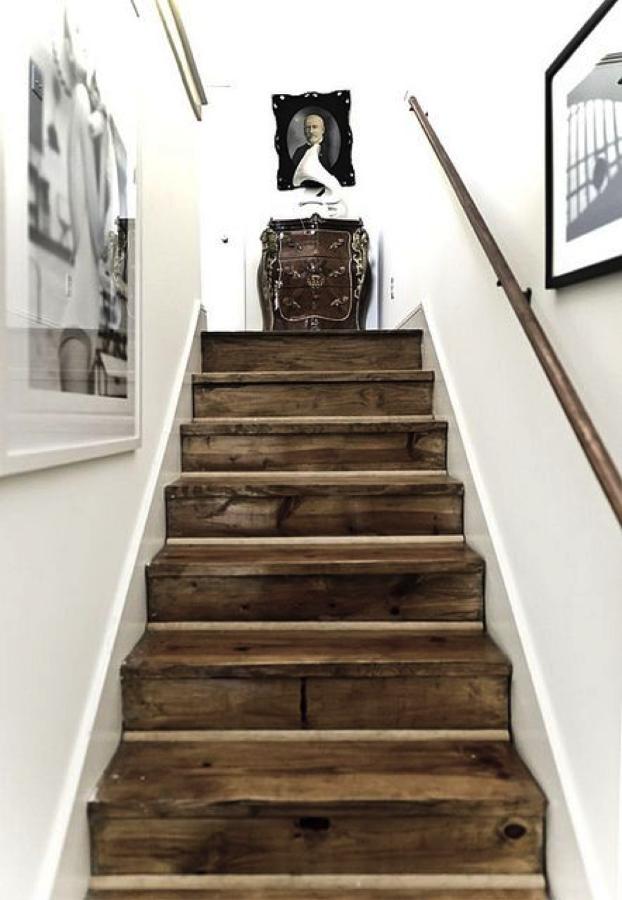 Very little color in this stairwell. Just black and white. And texture fromthe wood floor. I love the mix of old and new.