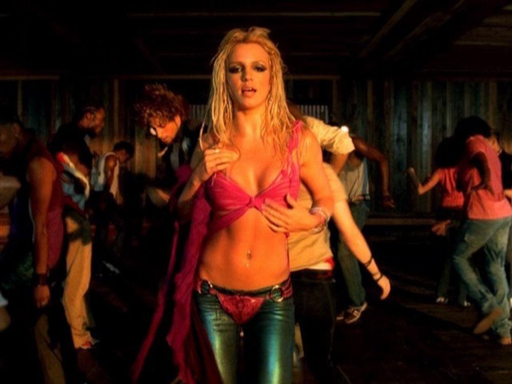 I-m-a-Slave-4-U-britney-spears-music-video.jpg