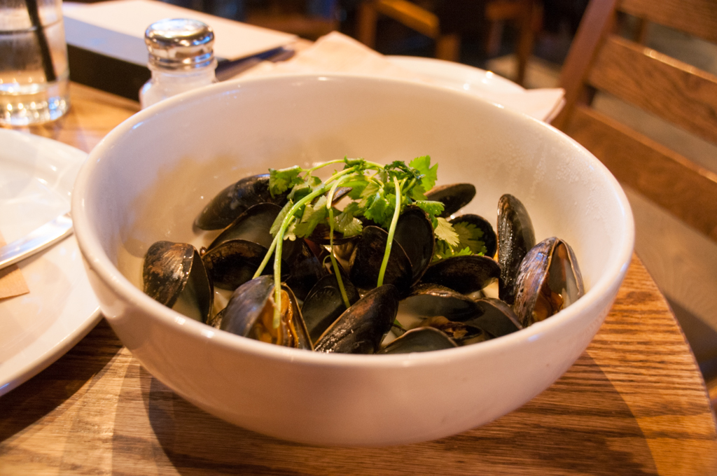 Coconut Curry Steamed Mussels