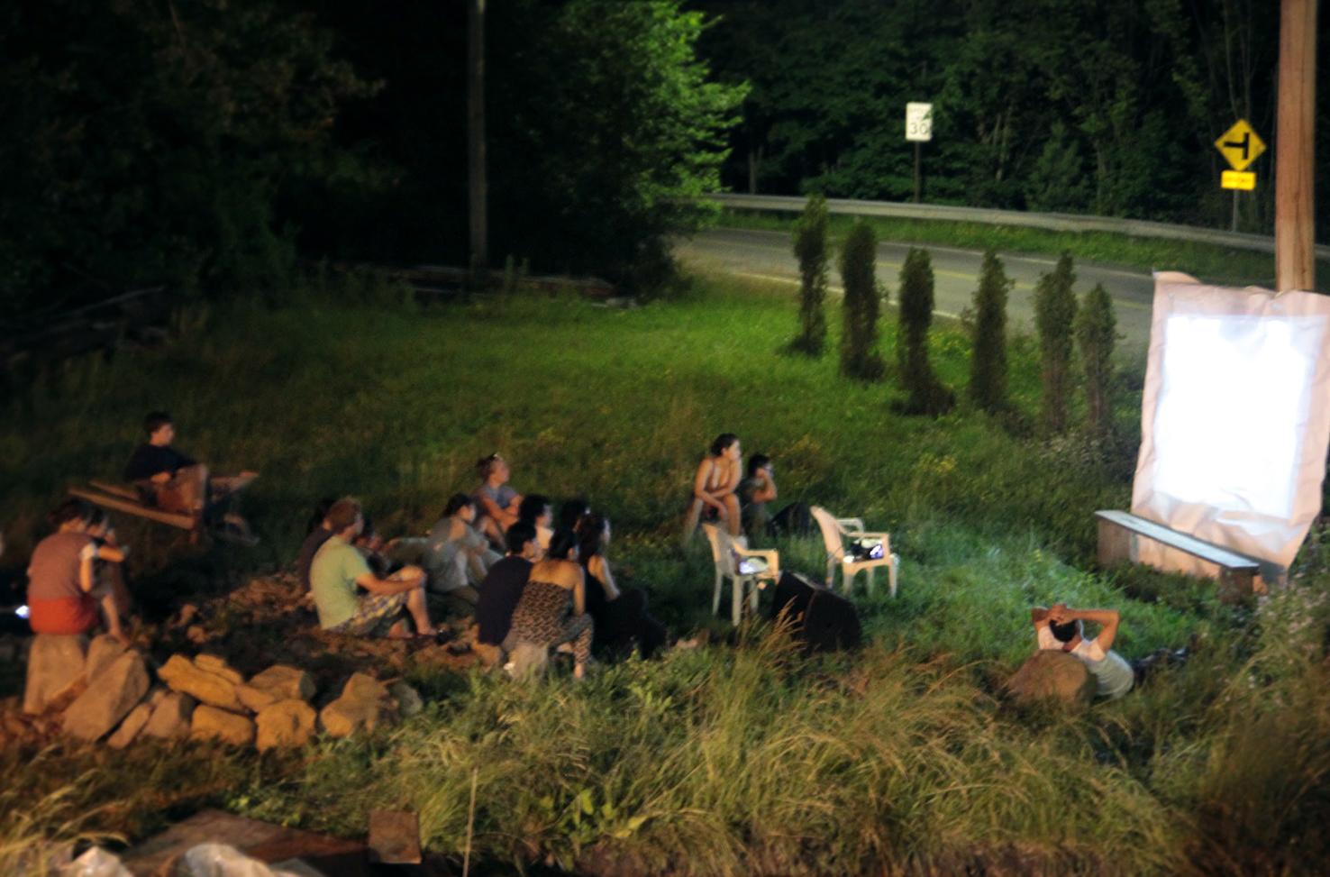 field_outside_group_people_film_screen_projection_01.jpg