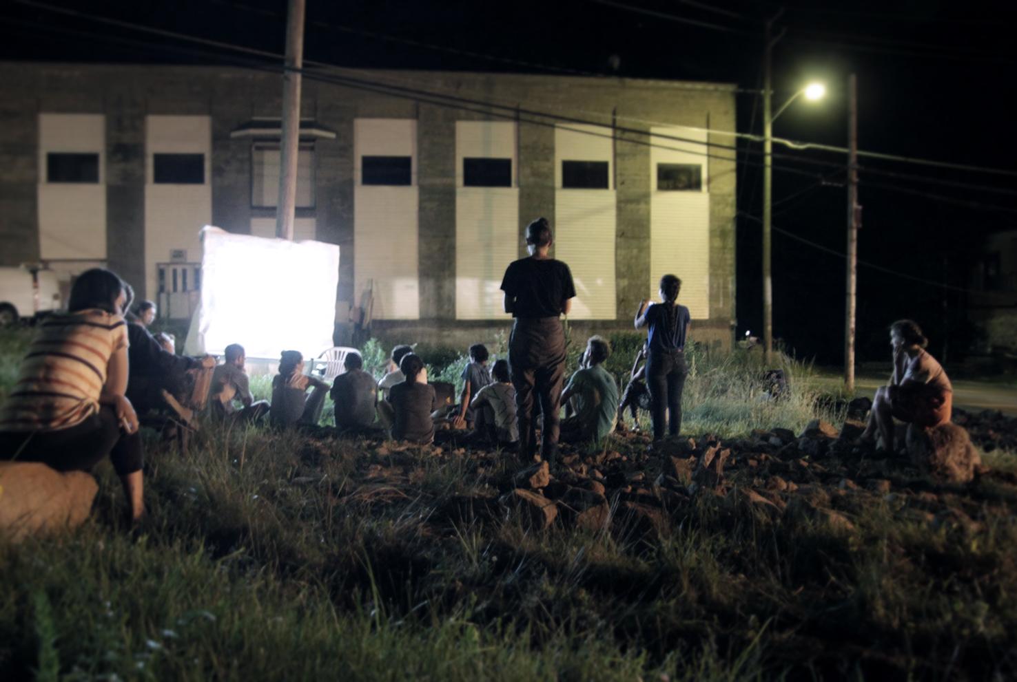 field_outside_group_people_film_screen_projection_02.jpg