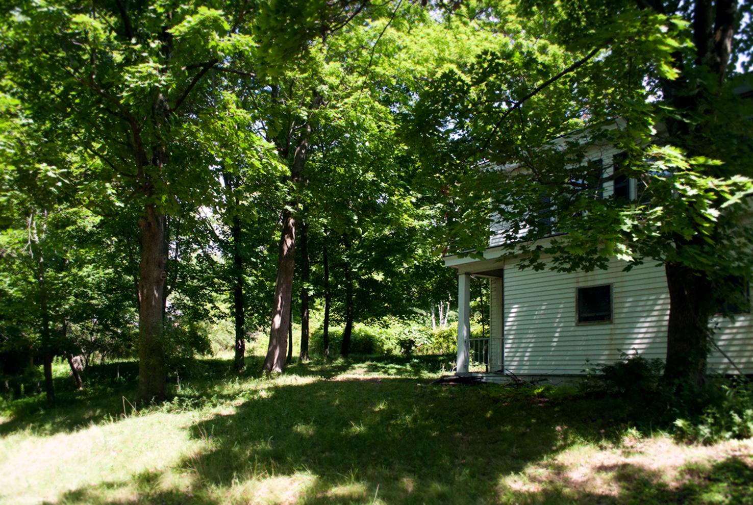 outside_house_hill.jpg