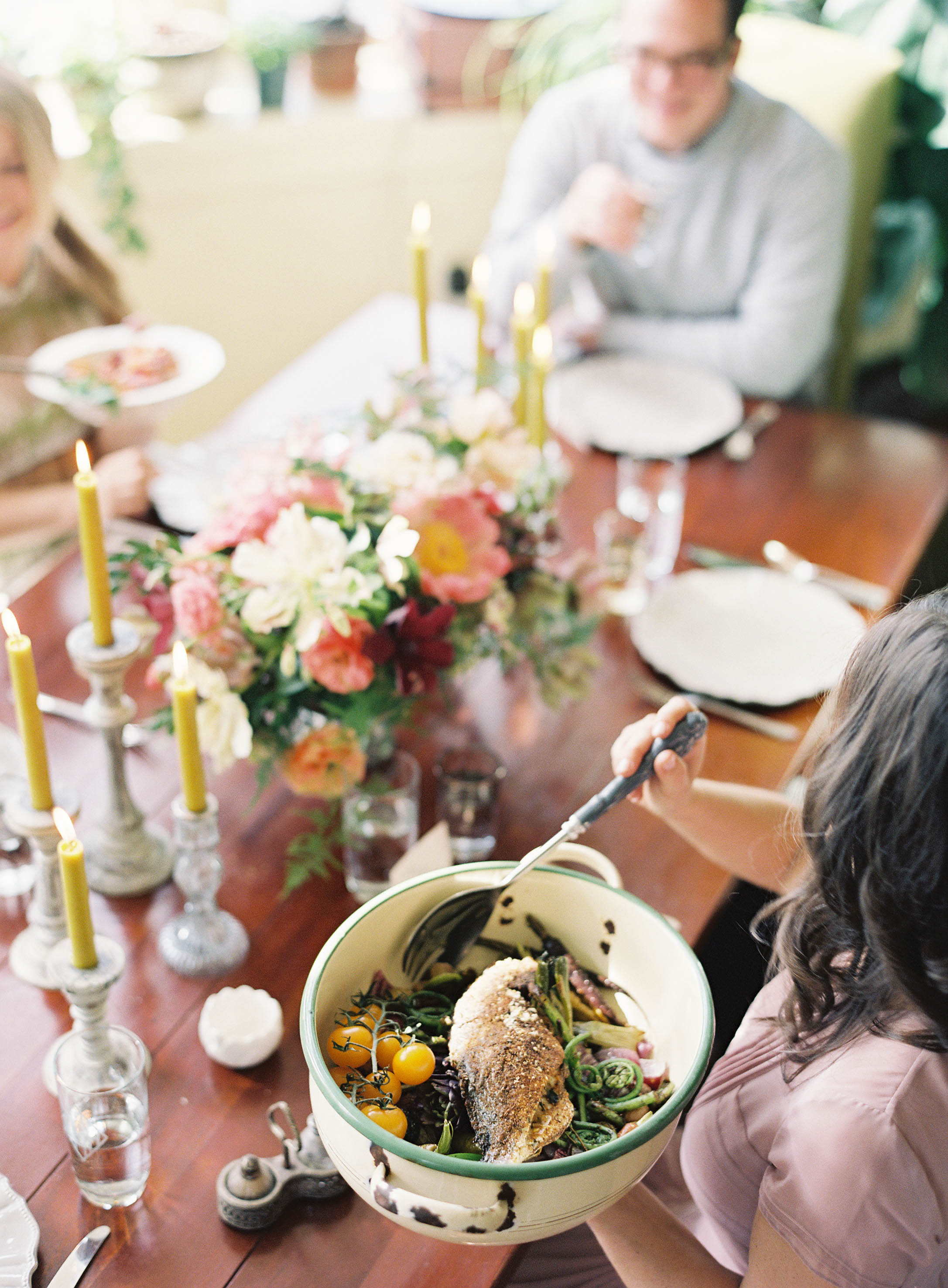 A Gathering of Old and New: How to Create a Simple Dinner Party as Featured in The Pioneer Issue / Jen Huang Photography / cottagehillmag.com