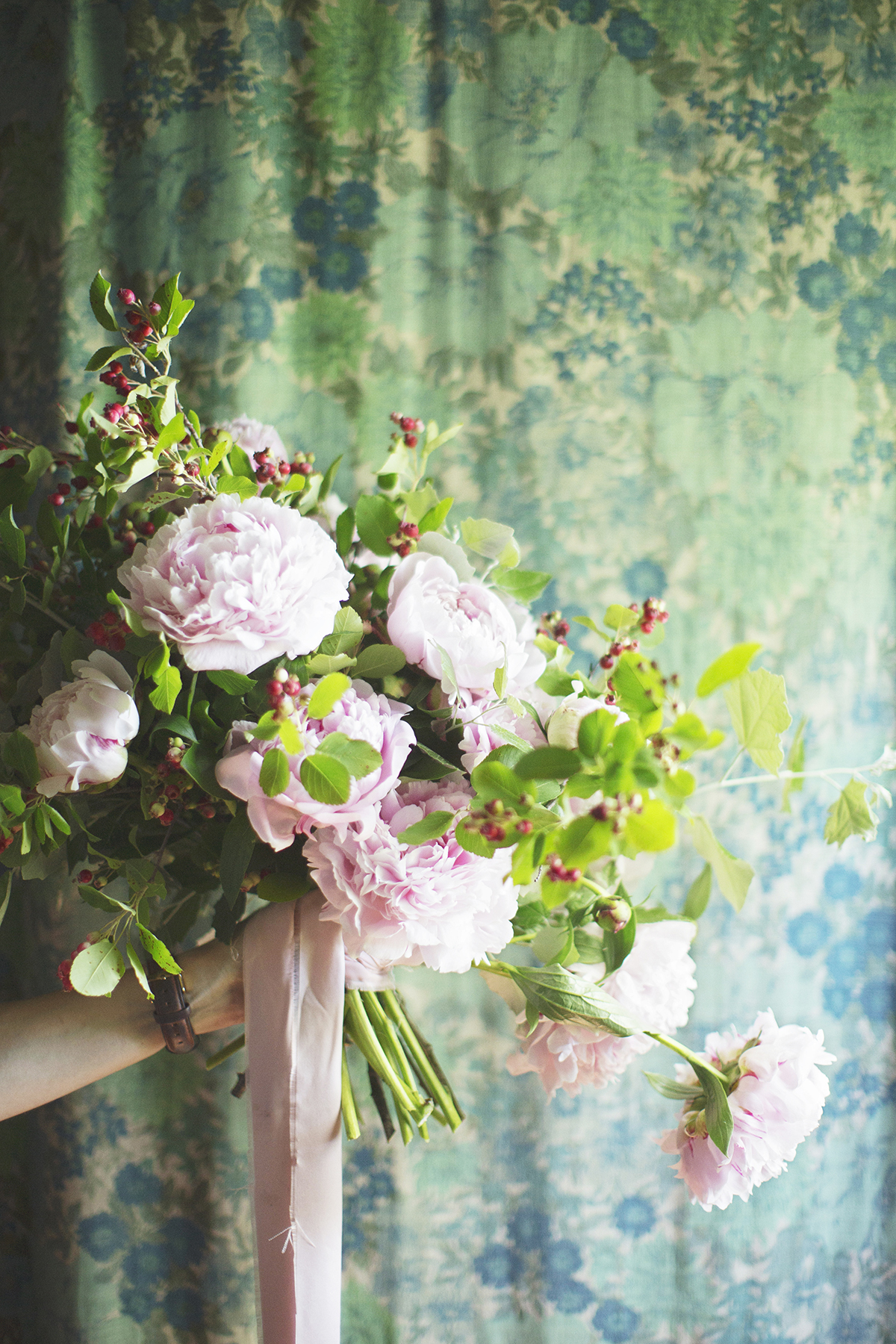 Photographs by  Simply Rosie Photography , Floral Design by  Heather Page