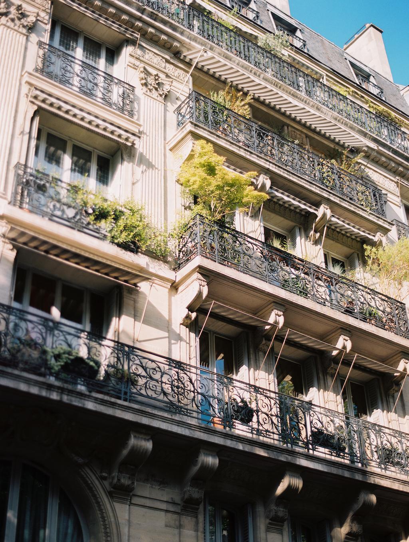 Kristin-La-Voie-Photography-Paris-Honeymoon-19.jpg