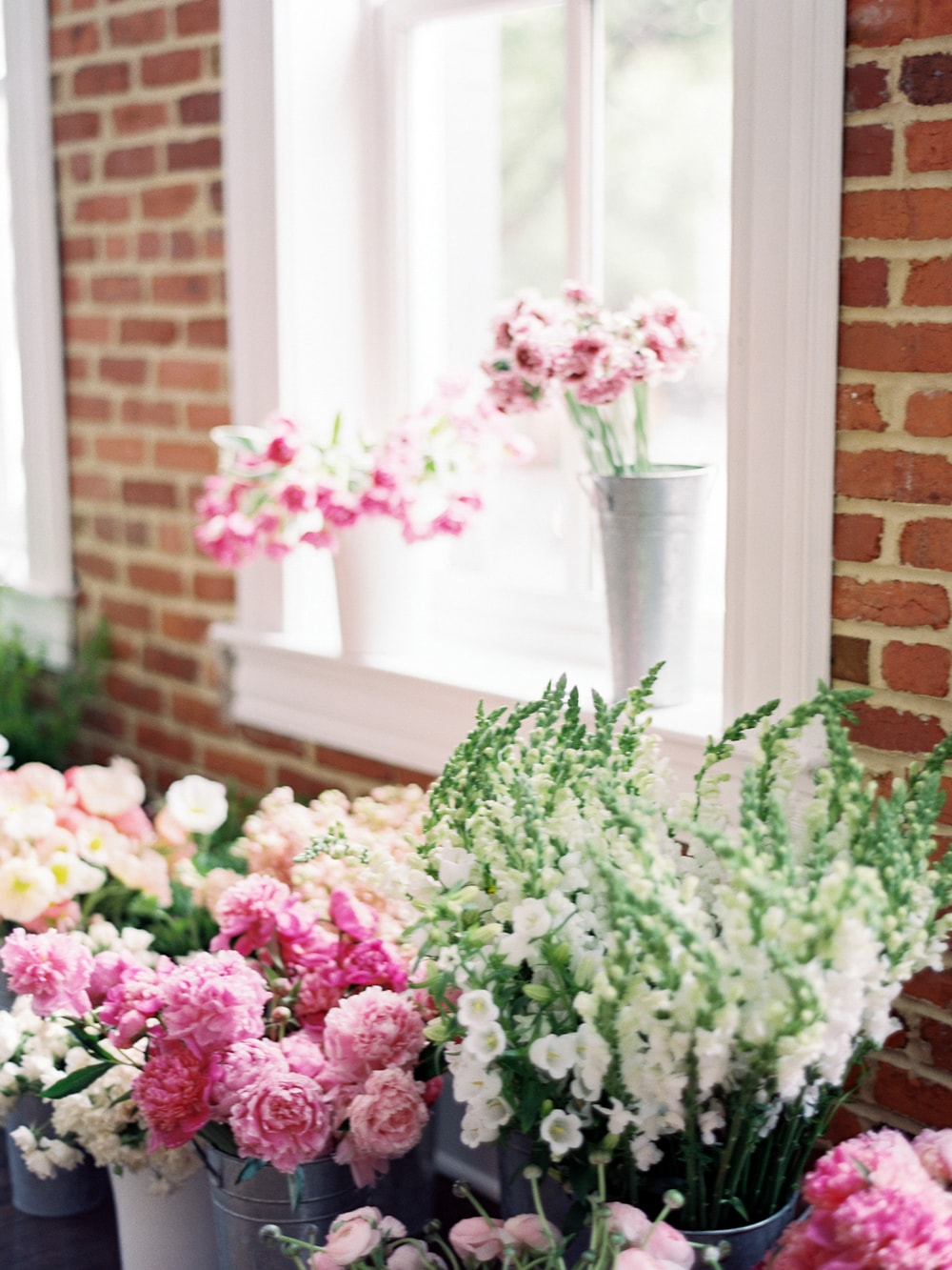 Create a Dynamic Floral Arrangement on Cottage Hill12.jpg